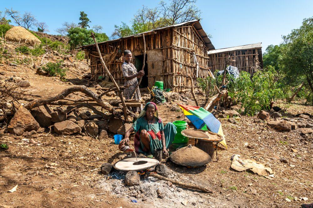Ethiopian women prepare injera on a skittle over an open fire – Milosk50 / Shutterstock.com vegetarian