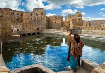 A women gathers water in Thula, Yemen before the war – Dinosmichail / Shutterstock yemeni