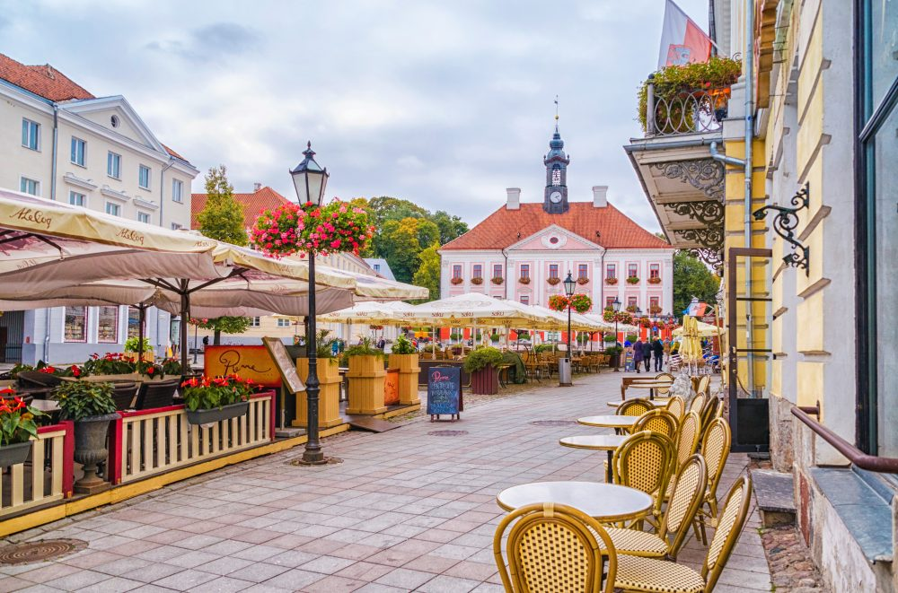 The city center of Tartu was destroyed during the war. Today, it's just an ideal place for a few beers - Maya Afzaal / Shutterstock beer