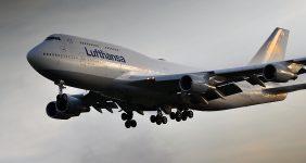 Lufthansa pilots refuse to return asylum seekers to their home countries — Vytautas Kielaitis / Shutterstock