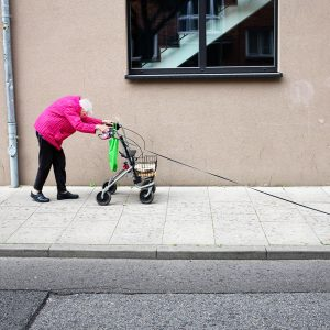 Manuel Armenis's shot of an old lady and her chihuahua won the Street Photography competition – Manuel Armenis / 2018 Sony World Photography Awards best photos