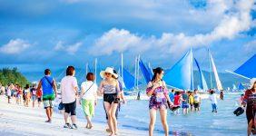 ban boracay tourists ARTYOORAN / Shutterstock Philippines
