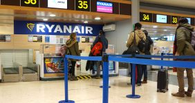 Ryanair cuts online check-in time to 48 hours – Rob Wilson / Shutterstock