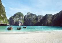 """""""Never outstay the welcome"""": DiCaprio beach to close to tourists – Shutterstock"""