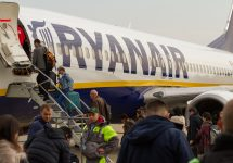 Drunk Irishmen force Ryanair flight to divert Adam Jan Figel / Shutterstock.