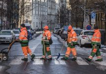 Prague's workers hilariously recreate world-famous pictures