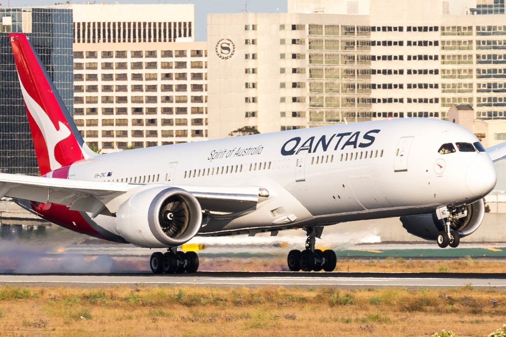 Qantas Boeing 787-9 completed the test flight between JFK and Sydney in 19 hours and 16 minutes — christopheronglv / Shutterstock